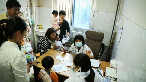 南京市儿童医院组织专家到我市举行大型义诊活动