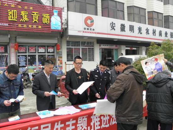 明光市管店镇开展民生工程法制宣传活动